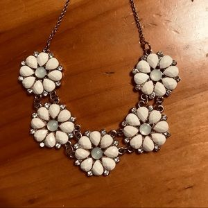 H&M Daisy Necklace